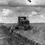 Töö Pööravere Suursoos 1937.a. Esimeste turbaväljade rajamine.