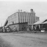 1939.a. sügisturg Tootsi vabriku juures. Koht, kus ümberkaudsed talumehed said kaupa rahaks vahetada.