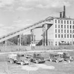 1945.a. Vabriku ees seisab Tootsi autotransport.